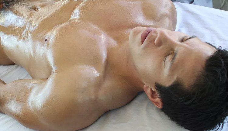 массажистки делают эротический массаж члена голому мужчине в салоне Феникс - Москва