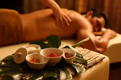 мужчина на сеансе эротического массажа по-китайски